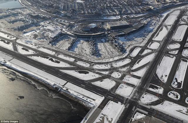 Sau trận bão tuyết kinh hoàng, thành phố New York hoang tàn, ảm đạm như trong phim Ngày Tận Thế - Ảnh 7.