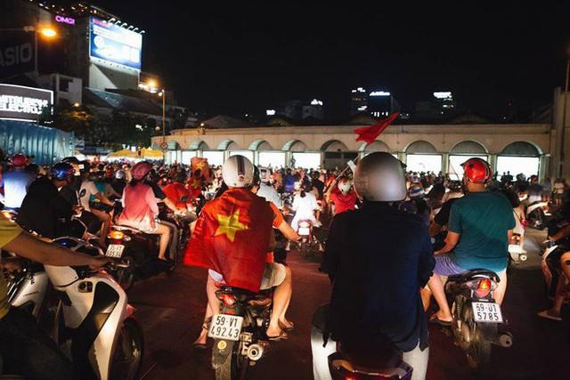 Việt Nam thắng, ai ai cũng muốn đổ ngay ra đường để ăn mừng - có lý giải khoa học cả đấy! - Ảnh 7.