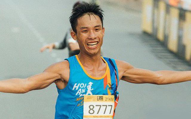 Nông Văn Chuyền: Từ nhân viên massage đến VĐV nghiệp dư kiêm bán đồ chạy bộ nổi tiếng