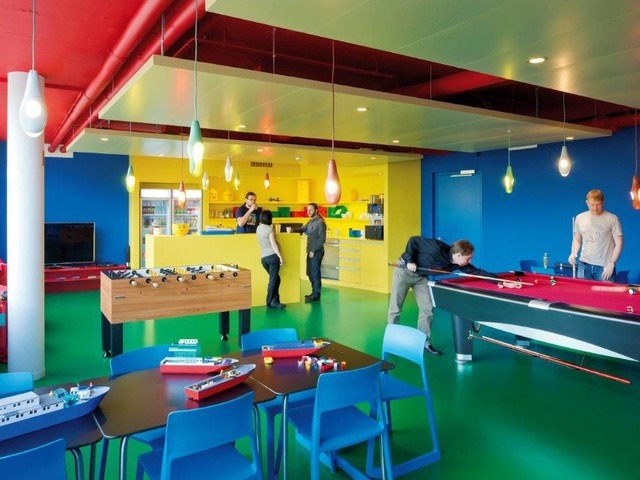 this-coffee-kitchen-is-in-lego-colors-billiards-and-foosball-tables-allow-employees-to-exchange-ideas-1516010586845.jpg