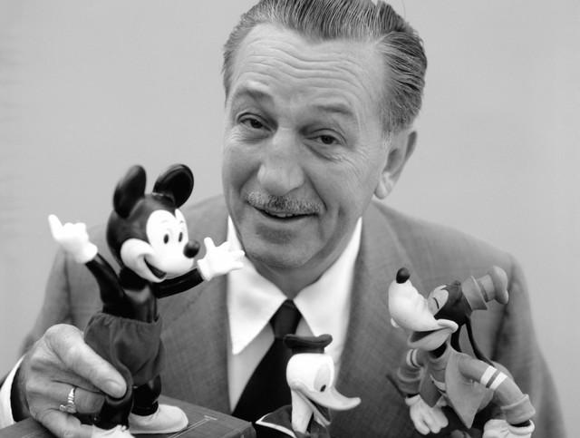 7 bài học cuộc sống từ ông vua giải trí Walt Disney: Thôi ảo tưởng, những giấc mơ cần rất nhiều tiền và muốn có tiền, đầu tiên hãy học cách bán hàng! - Ảnh 1.