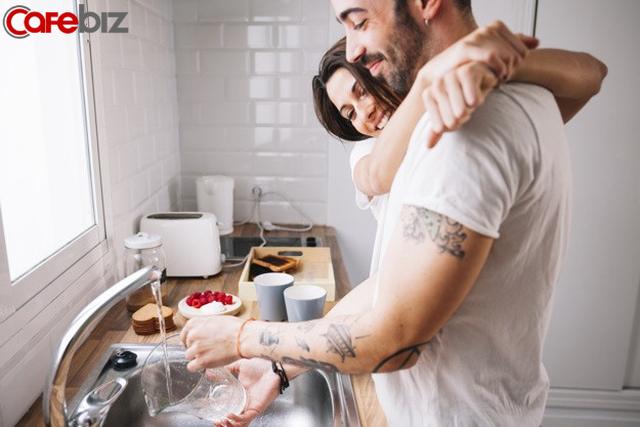 Khoa học chứng minh: Rửa bát giúp vợ mỗi ngày, đàn ông sẽ có sự nghiệp thành công hơn! - Ảnh 1.