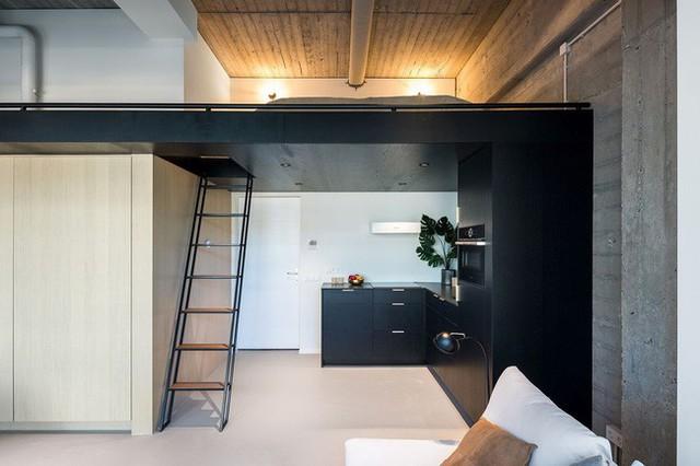Ngôi nhà đúng chất đô thị trong không gian tinh tế và phong cách không thể nhầm lẫn - Ảnh 2.
