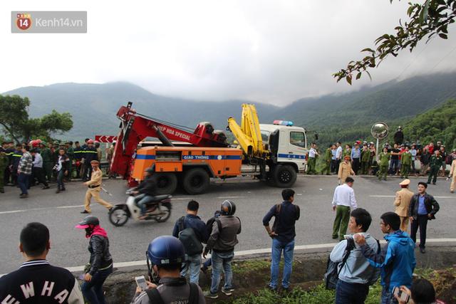 Khởi tố tài xế xe khách chở hơn 20 sinh viên lao xuống đèo Hải Vân - Ảnh 2.