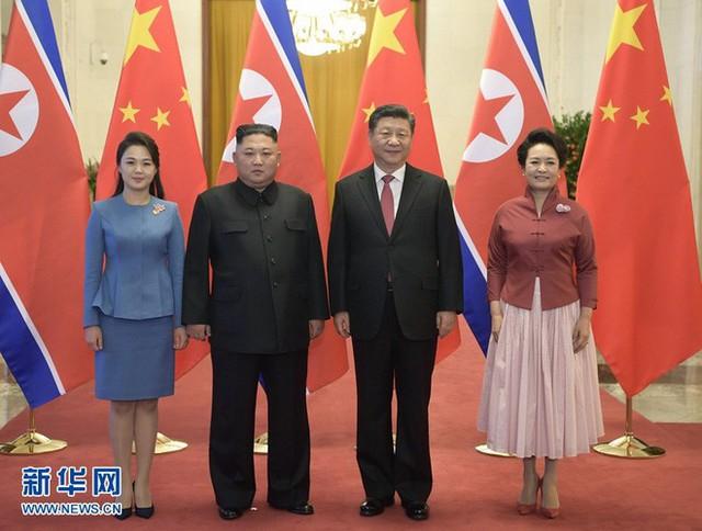 TQ công khai hình ảnh ông Kim Jong-un thăm Bắc Kinh, 2 phu nhân xuất hiện lộng lẫy - Ảnh 5.