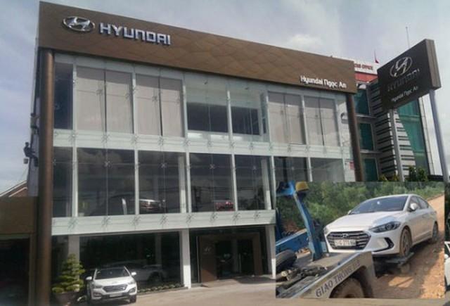 Xôn xao clip nữ nhân viên đại lý xe xe bốn phân phốih hãng Hyundai vén váy, tranh cãi gay gắt có khách hàng - Ảnh 4.