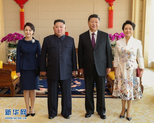 TQ công khai hình ảnh ông Kim Jong-un thăm Bắc Kinh, 2 phu nhân xuất hiện lộng lẫy - Ảnh 7.
