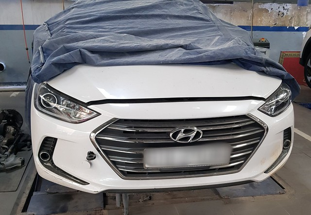 Xôn xao clip nữ nhân viên đại lý xe xe bốn phân phốih hãng Hyundai vén váy, tranh cãi gay gắt có khách hàng - Ảnh 6.