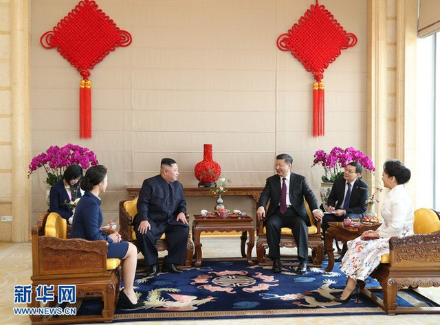 TQ công khai hình ảnh ông Kim Jong-un thăm Bắc Kinh, 2 phu nhân xuất hiện lộng lẫy - Ảnh 8.