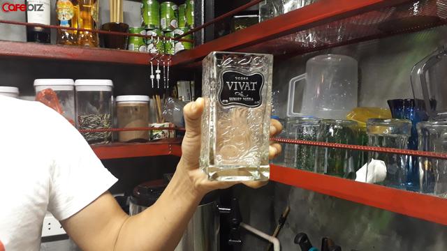 """Quán cà phê tái chế """"độc nhất vô nhị"""" tại Hà Nội: Đồ đạc nhặt nhạnh từ tiệm đồng nát, bãi rác nhưng vẫn được khách Tây vote 5 sao trên TripAdvisor - Ảnh 5."""