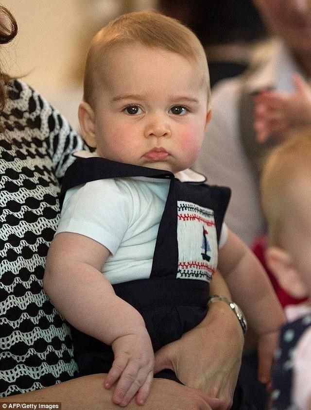Đâu chỉ có ở Anh, các em bé hoàng gia trên khắp thế giới cũng toàn cực phẩm, xinh như thiên thần, đại diện châu Á đáng gờm không kém - Ảnh 2.