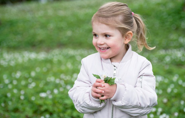 Đâu chỉ có ở Anh, các em bé hoàng gia trên khắp thế giới cũng toàn cực phẩm, xinh như thiên thần, đại diện châu Á đáng gờm không kém - Ảnh 17.