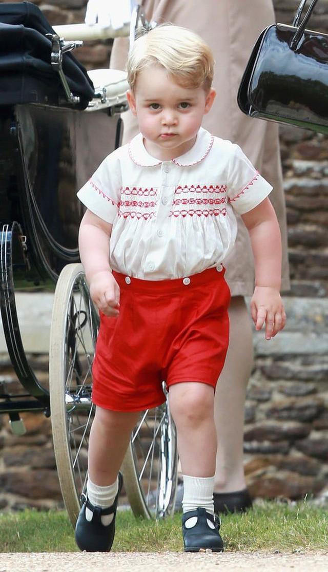 Đâu chỉ có ở Anh, các em bé hoàng gia trên khắp thế giới cũng toàn cực phẩm, xinh như thiên thần, đại diện châu Á đáng gờm không kém - Ảnh 3.