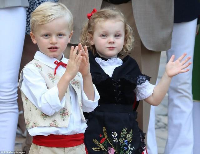 Đâu chỉ có ở Anh, các em bé hoàng gia trên khắp thế giới cũng toàn cực phẩm, xinh như thiên thần, đại diện châu Á đáng gờm không kém - Ảnh 23.