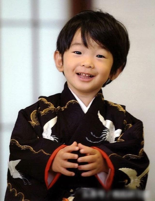 Đâu chỉ có ở Anh, các em bé hoàng gia trên khắp thế giới cũng toàn cực phẩm, xinh như thiên thần, đại diện châu Á đáng gờm không kém - Ảnh 24.