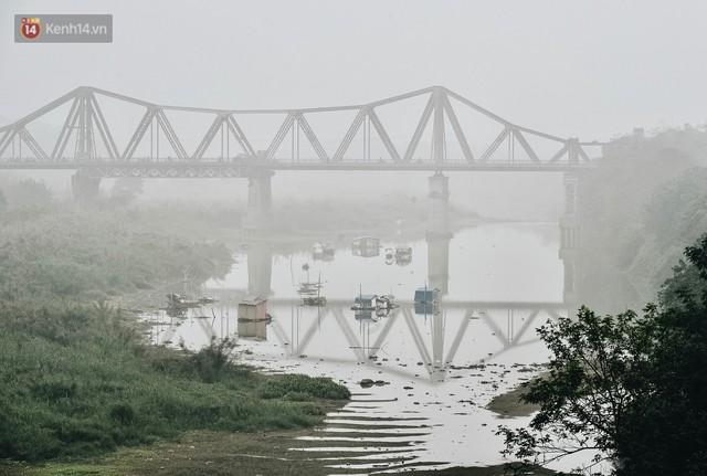 Chùm ảnh: Sáng cuối tuần, sương mù dày đặc phủ kín Hà Nội khiến người dân ngỡ như đang ở Sapa - Ảnh 3.