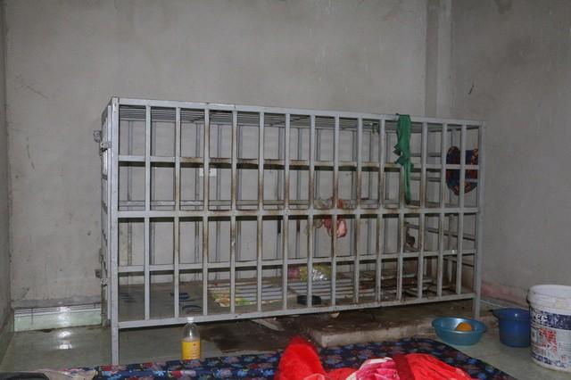 Vụ chồng bị vợ nhốt vào lồng sắt ở Thanh Hóa: Xuất hiện nhiều tình tiết mới khó tin - Ảnh 4.