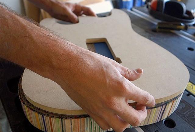 Cùng xem anh chàng khéo tay chế tác chiếc guitar điện đẹp kiệt xuất từ 1200 cái bút chì - Ảnh 9.
