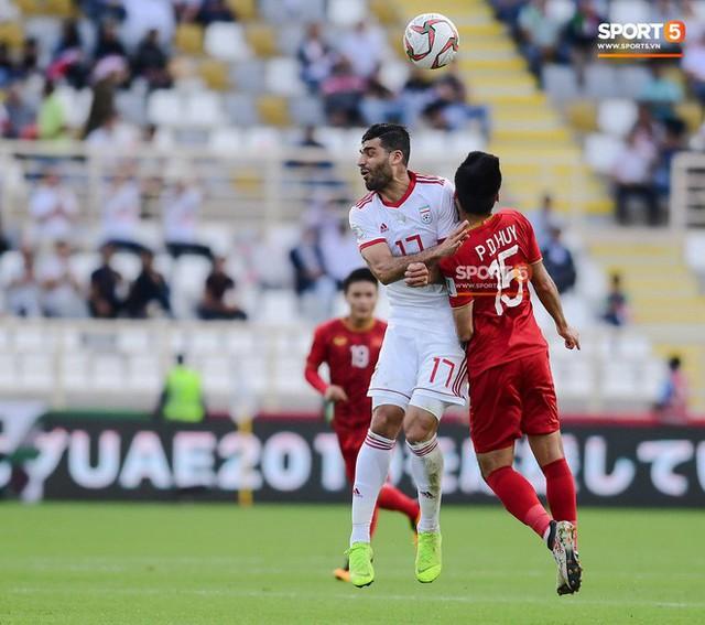 asian cup 2019 - photo 1 1547342476019424376698 - Đức Huy mất trí nhớ tạm thời sau pha va chạm kinh hoàng với cầu thủ Iran