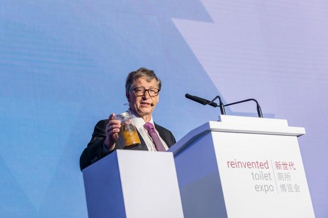 Bill Gates chi 4,8 triệu USD tạo ra bồn cầu 'trong mơ': Chạy bằng 1 đàn giun, không dùng nước, có thể loại bỏ 99% mầm bệnh - Ảnh 2.
