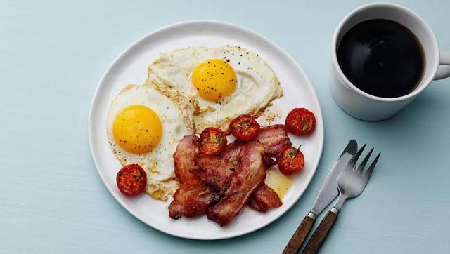 """Cú lừa marketing có tên thịt xông khói (bacon): Khi bác sĩ bị mua chuộc để """"dắt mũi"""" người dùng rằng bữa sáng cần ăn no nhất trong ngày - Ảnh 2."""