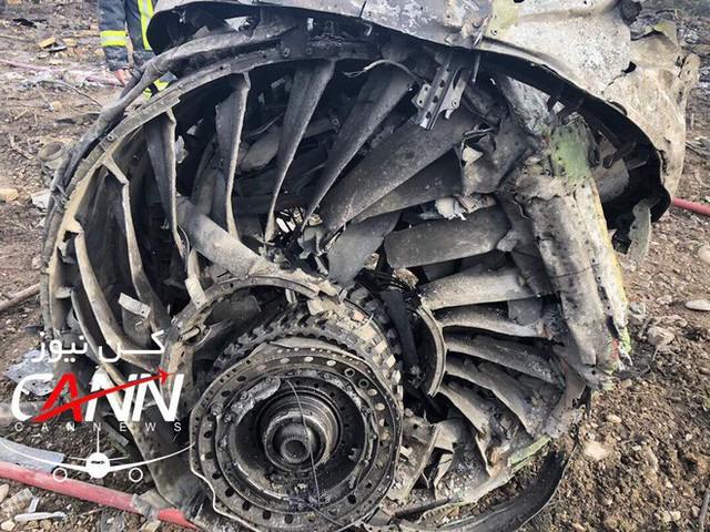 [NÓNG] Iran: Máy bay chở khách Boeing-707 bốc cháy sau khi rơi gần thủ đô Tehran - Ảnh 7.