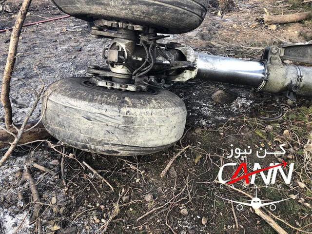 [NÓNG] Iran: Máy bay chở khách Boeing-707 bốc cháy sau khi rơi gần thủ đô Tehran - Ảnh 9.