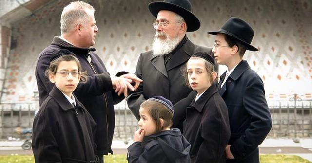 Chỉ một từ sáng, người mẹ Do Thái đã dạy con đủ thứ từ ngôn ngữ đến triết lý cuộc sống ai cũng nên học - Ảnh 1.