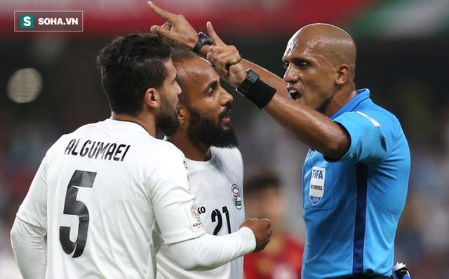 Báo Australia nghi ngờ tình huống trọng tài cho Việt Nam được hưởng penalty - Ảnh 1.