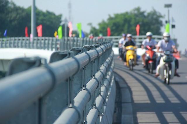 Ngày đầu thông xe cầu vượt ngã 7 gần sân bay Tân Sân Nhất - Ảnh 11.