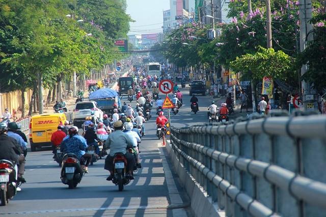 Ngày đầu thông xe cầu vượt ngã 7 gần sân bay Tân Sân Nhất - Ảnh 14.