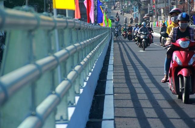 Ngày đầu thông xe cầu vượt ngã 7 gần sân bay Tân Sân Nhất - Ảnh 8.