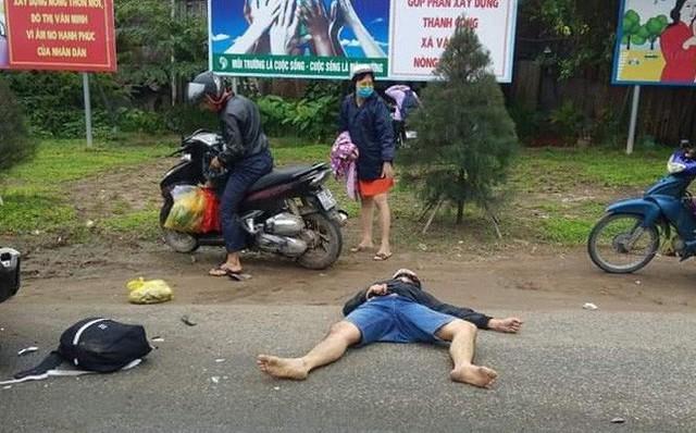 Xe container lao vào đoàn người dừng đèn đỏ, nạn nhân nằm la liệt, ít nhất 3 người chết - Ảnh 1.