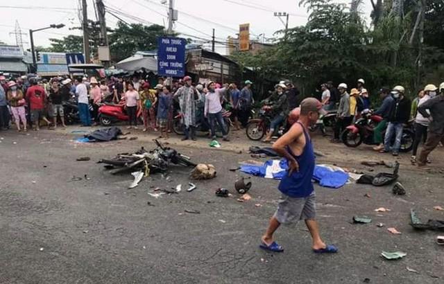 Vụ tai nạn kinh hoàng ở Long An: Chiếc xe container tông thẳng vào, không ai kịp trở tay - Ảnh 2.