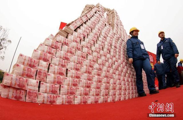 Công ty thép thưởng Tết nhân viên 200 triệu đồng/người, tiền chất thành núi - Ảnh 5.