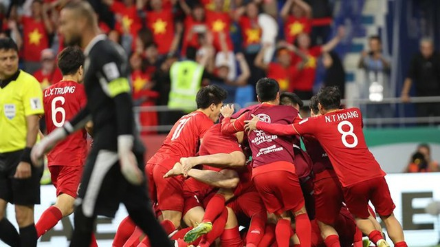 Báo Singapore kinh ngạc trước sự trỗi dậy mạnh mẽ của bóng đá Việt Nam: Không chỉ biết cách giành chiến thắng, họ còn luôn tin tưởng mình sẽ chiến thắng! - Ảnh 2.