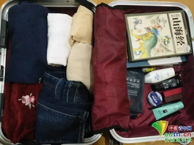 Chết cười với vali về quê của sinh viên: Mang một đống sách vở về học vì ngại đi chơi - Ảnh 2.