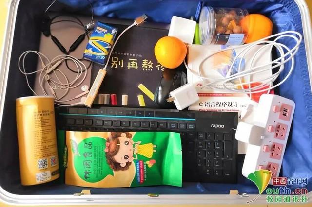 Chết cười với vali về quê của sinh viên: Mang một đống sách vở về học vì ngại đi chơi - Ảnh 7.