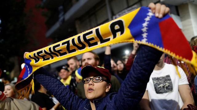 Venezuela giữa thời kì đen tối nhất: Những người cầm súng nắm giữ vận mệnh đất nước? - Ảnh 2.