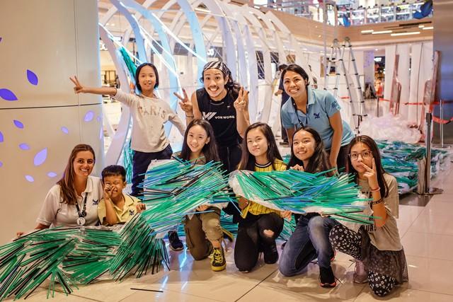 Triển lãm tác phẩm nghệ thuật bảo vệ môi trường làm từ 160.000 ống hút nhựa gom từ khắp các đường phố Việt Nam - Ảnh 3.