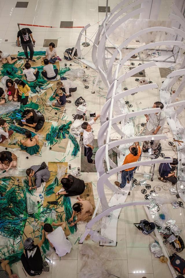 Triển lãm tác phẩm nghệ thuật bảo vệ môi trường làm từ 160.000 ống hút nhựa gom từ khắp các đường phố Việt Nam - Ảnh 6.