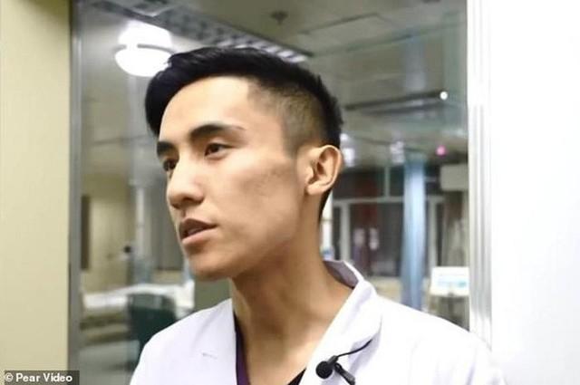 Gặp gỡ vị bác sỹ Trung Quốc chuyên phẫu thuật cho trái cây để nâng cao nhận thức về phẫu thuật cho cộng đồng - Ảnh 4.