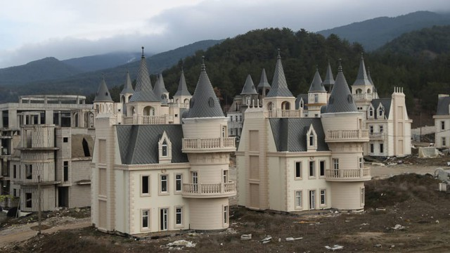 Thị trấn 'ma' 200 triệu USD của Thổ Nhĩ Kỳ - Ảnh 3.