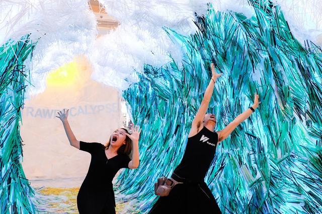 Triển lãm tác phẩm nghệ thuật bảo vệ môi trường làm từ 160.000 ống hút nhựa gom từ khắp các đường phố Việt Nam - Ảnh 4.