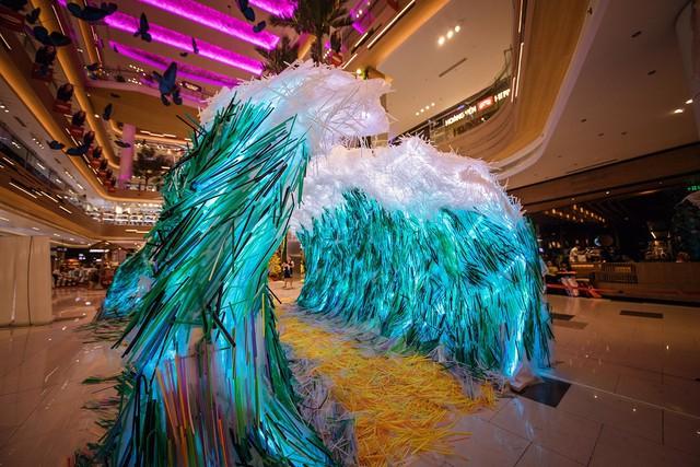 Triển lãm tác phẩm nghệ thuật bảo vệ môi trường làm từ 160.000 ống hút nhựa gom từ khắp các đường phố Việt Nam - Ảnh 5.