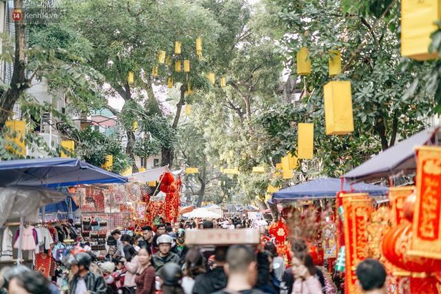 Rộn ràng không khí Tết tại chợ hoa Hàng Lược - phiên chợ truyền thống lâu đời nhất ở Hà Nội - Ảnh 1.