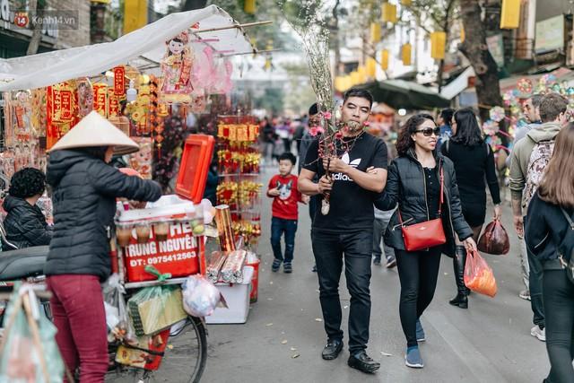 Rộn ràng không khí Tết tại chợ hoa Hàng Lược - phiên chợ truyền thống lâu đời nhất ở Hà Nội - Ảnh 15.