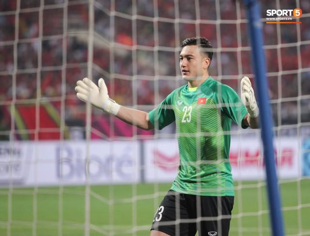 Sang Thái Lan chơi bóng, Đặng Văn Lâm có thể không được dự AFF Cup - Ảnh 1.