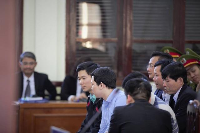 [Nóng] Vụ án chạy thận: Tòa tuyên Hoàng Công Lương 42 tháng tù giam - Ảnh 1.