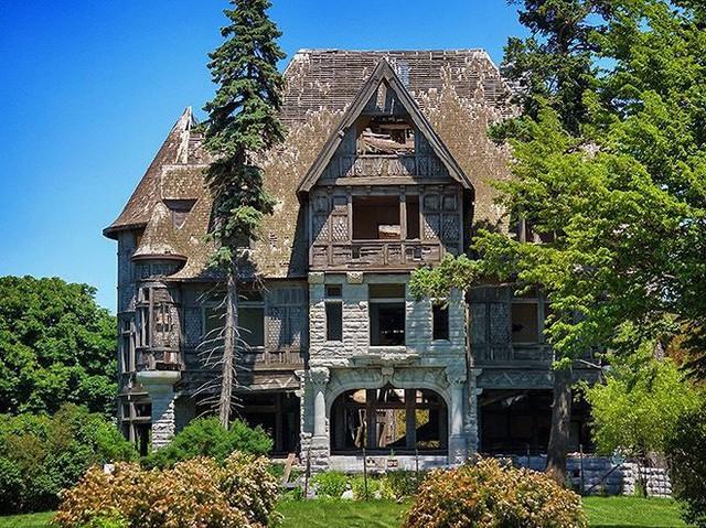 """10 biệt thự bị bỏ hoang từng được coi là """"đỉnh cao xa xỉ"""" - Ảnh 1."""
